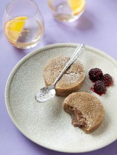 Moelleux à la crème de marron. That seems soo easy cute and delicious.why doesn't anyone makes a single dessert with them here? Köstliche Desserts, Delicious Desserts, Dessert Recipes, Yummy Food, Mug Cakes, Chestnut Cream, Fingerfood Party, Love Food, Sweet Recipes