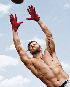 Julian Edelman, wide receiver for the New England Patriots Julien Edelman, Edelman Patriots, Patriots Football, Football Rules, Le Male, Rugby Players, Football Players, Hommes Sexy, Athletic Men