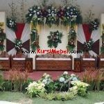 Set Kursi Pelaminan Jati Ukir Jepara ini merupakan furniture kursi mebel jepara… Christmas Wreaths, Christmas Tree, Outdoor Structures, Holiday Decor, House, Modern, Furniture, Home Decor, Ideas