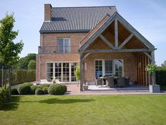 With a winter garden instead of a pergola. Even though old in thought, the pergola Future House, My House, Pergola Garden, Backyard, Architecture Renovation, Pergola Attached To House, Marquise, House Extensions, House Goals