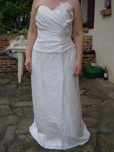 robe de marie droite de chez point mariage en taffetas - Point Mariage La Rochelle