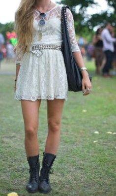 I love this leather+lace and girly+edgy look! I want to rock it!