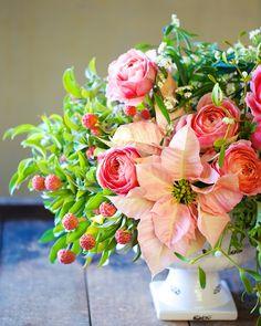 Winter Styling: Mistletoe, Poinsettia, and Rose   Tulipina 4
