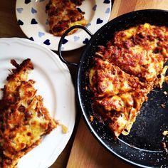 Spaghetti pizza pie recipe Spaghetti Pizza, Fast And Furious, Pie Recipes, Family Meals, Cauliflower, Vegetables, Food, Cauliflowers, Essen