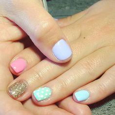 nails, accent nail, gelish, shellac, gellac, nail art, pastel, blue, green, mint, gold, glitter, pink