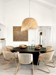 〚 Relaxed design of charming summer cabin in Portugal 〛 ◾ Photos ◾ Ideas ◾ Design #diningroom #beach #home #interiordesign #homedecor #ideas #inspiration #tips #cozy #living #style #space #interior #decor #home Breakfast Table Round, Round Dining Table, Casual Living Rooms, Living Room Colors, Modern Living, Cozy Living, White Dining Room Furniture, Dining Rooms, Dining Room Design