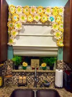 Flower Power Valance (Crochet Tutorial)