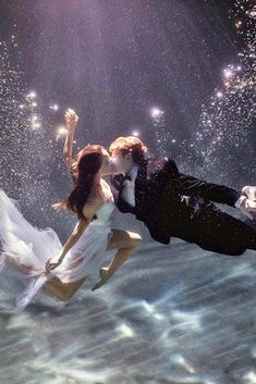 Breathtaking Underwater Photography Ideas for Couples ★ See more: http://glaminati.com/underwater-photography-couples/