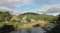 Pai est une petite ville très touristique, située dans les montagnes au nord-ouest de la Thaïlande, dans la province de Mae Hong Son. C'est une bonne place pour les amateurs de trekking. Description Pai possède tous ce qu'il faut pour satisfaire ses nombreux visiteurs, une poste, un hôpital, de nombreuses