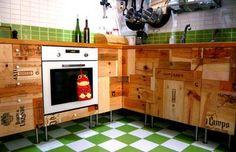Cocina con gabinetes de cajas de vino
