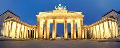 PORTA DI BRANDEBURGO: la bellissima antica Porta della città di Berlino, costruita nel 1791 e ora posizionata nel cuore della città. Oggi è il monumento più conosciuto della città è simbolo della pace e dell'unificazione tedesca.