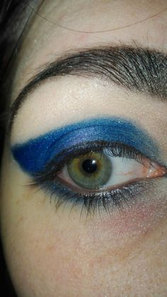 Blue MakeUp for an eye with unidentified colour.