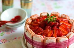 Charlotte aux fraises - http://www.whichmeal.com/france/dishes/CHARLOTTE-CAKE-433/