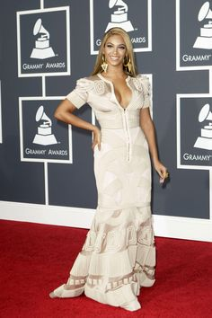At the Grammy Awards in Stephane Rolland, 2010   - HarpersBAZAAR.com