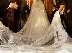 Cathedral length lace veil. Sandro Barros.