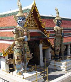 Guardianes del demonio en el Templo del Buda Esmeralda o Wat Phra Kaew.