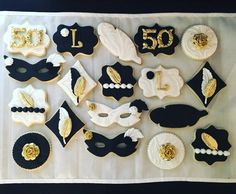 This listing is for a dozen Roaring Great Gatsby Themed sugar cookies. Colors can vary to your theme! **Minimum 2 dozen order** Thanks for stopping by! Masquerade Cakes, Masquerade Party Decorations, Sweet 16 Masquerade, Masquerade Ball Party, Masquerade Theme, Gatsby Cookies, Wedding Cookies, Wedding Sweets, Diy Wedding