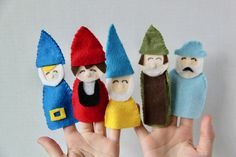 Love these Gnome Felt Finger Puppets inspired by Sherlock Gnomes in theaters March 23. They are the perfect toys to bring to restaurants and waiting rooms! #sponsored @SherlockGnomes