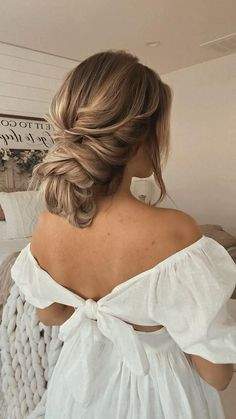 Messy Hairstyles, Wedding Hairstyles, Low Bun Tutorials, Texturizing Spray, Wedding Updo, Girls Be Like, Hair Inspo, Hair Goals, Low Messy Buns