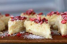 Det här kakan blir en favorit. Jag lovar! Vi kallar den pajkaka. Genialiskt enkelt och vansinnigt gott. Först ett lager pajdeg. Sen en sötsyrlig fyllning. Se Coffee Dessert, Pie Dessert, Cookie Desserts, No Bake Desserts, Cookie Recipes, Dessert Recipes, Grandma Cookies, Kolaci I Torte, Swedish Recipes