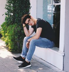 Read *Blake Steven from the story Chicos Para Tus Novelas by MyDreamNeverDie (Wakey Boom) with reads. Nombre: Blake Steven P. Boy Poses, Male Poses, Blake Steven, Photography Poses For Men, Teen Boy Photography, Men Photoshoot, Story Instagram, La Mode Masculine, Men With Street Style