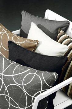 Gardenart dekorasjonspute i grått med hvite snirkler Sofa, Throw Pillows, Bags, Design, Handbags, Settee, Toss Pillows, Cushions