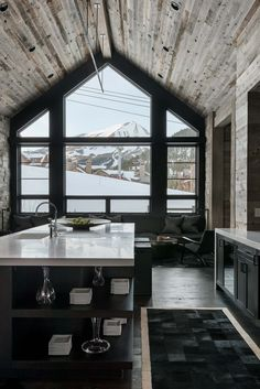 Nadire Atas on Chalets Hillside Snowcrest: The ultimate modern-rustic ski chalet in Montana Chalet Design, House Design, Farmhouse Kitchen Decor, Home Decor Kitchen, Rustic Farmhouse, Kitchen Modern, Farmhouse Ideas, Kitchen Ideas, Style At Home