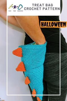 The all in one treat bag - chalk bag- costume! Wear it to the crag, or fill it with candy and wear it trick or treating! hookyarncarabiner.com #halloween #costume #crocheted #crochet #pattern #handmade #seamonster #spines #blue #orange #trickortreat #treatbag #chalkbag #rockclimb Halloween Crochet Patterns, Easy Crochet Patterns, Amigurumi Patterns, Crochet Designs, Crochet Ideas, Crochet Projects, Half Double Crochet, Single Crochet, Cute Crochet