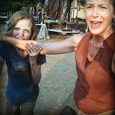 Image discovered by Guilherme. Find images and videos about the walking dead, twd and zombie on We Heart It - the app to get lost in what you love. Walking Dead Tv Show, Walking Dead Series, Fear The Walking Dead, Madison Lintz, Daryl And Carol, Daryl Dies, Melissa Mcbride, The Avengers, Film Serie