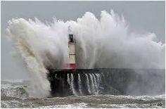 """Résultat de recherche d'images pour """"phares et tempêtes"""""""