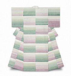 志村ふくみさんは日本の染色家・紬織の人間国宝で、たくさんの賞を受賞しています。この作品のタイトルは「睡蓮」です。