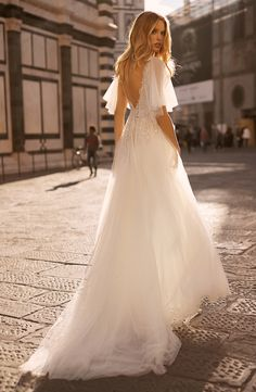 Wedding dresses 2020 Body Contouring, Creating A Brand, Bridal Collection, Florence, Bridal Dresses, Tulle, Feminine, Couture, Bride