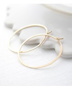 Hammered Gold or Sterling Silver Hoops - simple, modern classic jewelry - 3104 I Love Jewelry, Jewelry Box, Jewelry Accessories, Fashion Accessories, Fashion Jewelry, Jewelry Design, Jewlery, Jewelry Ideas, Diy Jewelry