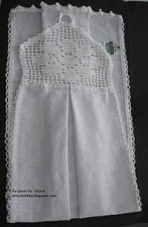 Eu quem fiz esse bate mão em crochê, ficou muito bonito.   Dei de presente para uma pessoa muito especial!!   Espero que gostem !!   Ah! O... Crochet Projects, Sewing Projects, Crochet Towel Topper, Crochet Summer Tops, Crochet Christmas Ornaments, Crochet Kitchen, Crochet Gifts, Crochet Things, Hand Towels