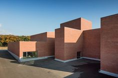 alvaro-siza-vieira-public-auditorium-in-llinars-del-valles-barcelona-designboom-02