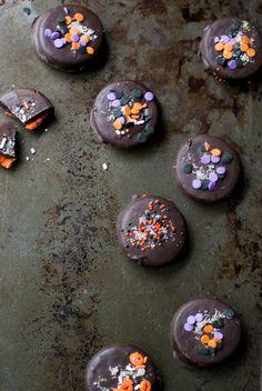 salted chocolate covered oreos - Jelly Toast - #everythingfall #halloween #dessert
