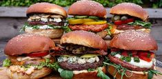 Kamado Grill, Bbq Grill, Hamburger Toppings, Bbq Hamburgers, Happy Foods, Salmon Burgers, Love Food, Snacks, Cooking