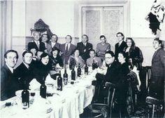 """Restaurante """"Los Galayos"""" c/ Botoneras, 5 (esquina Plaza Mayor, 1), Madrid. Los integrantes de la Generación del 27, se reunen por última vez, el motivo: la publicación de """"La realidad y el deseo"""", de Luis Cernuda, el 29 de abril de 1936."""