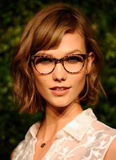 Karlie Kloss proves that she can look good in anything