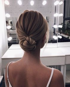 55 beautiful wedding hairstyles for medium length hair sommer hochzeit frisuren fr mittellange haare Bridal Hair Updo, Wedding Hair And Makeup, Low Bun Wedding Hair, Bridesmaid Hair Bun, Simple Wedding Updo, Prom Hair Bun, Low Bun Bridal Hair, Romantic Bridal Hair, Prom Buns