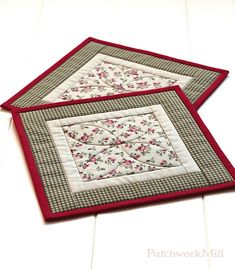 Fabric Mug Rugs, Quilted Mug Rug, Set of 2 Mat, Patchwork Mini Quilt, Linen Roses, Green Red Mug Rug Quilting, Snack Mat, Quiltsy Handmade, Quilts by PatchworkMill  #fabric #mug #rug #coasters #quilting #patchwork #quilts #home #tablecloth #roses