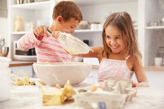 It is essential to find entertainment in your own homes that can hold your children's attention for some time while also being safe. Mary Jo Putney, Baking For Beginners, Healthy Sweets, Second Child, Kids House, Baked Goods, Childhood, Parenting, Entertaining