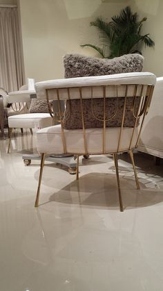CARACOLE Showroom Tour - Lynda Quintero-Davids #DesignOnHpmkt #HPMKT 2015 See more inspirations: http://www.covetlounge.net/all-products/