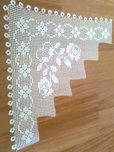 This Pin was discovered by Lal Filet Crochet, Crochet Borders, Crochet Diagram, Crochet Art, Cute Crochet, Crochet Leaves, Crochet Doilies, Hobbies And Crafts, Diy And Crafts