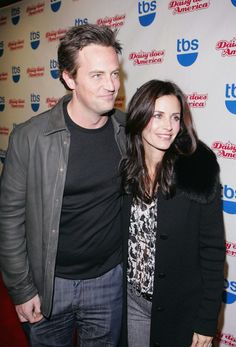 If 'friends' stars courteney cox & matthew perry are dating, they should take relationship advice from mondler Serie Friends, Joey Friends, Friends Cast, Friends Season, Friends Show, Real Friends, Friends Tv Quotes, Friends Moments, Friends Forever
