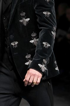 Black Velvet Jacket Embroidered with Bees, Dolce & Gabbana Fall 2015.  http://www.womenswatchhouse.com/