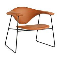 Lekker uitrusten op deze iconische stoel, een lounge stoel met brede schouders om op te leunen, een geweldige aanvulling voor naast je sofa. Het ontwerp is van Gamfratesi en komt ook als eetkamer/ bureaustoel. #gubistoel #masculoloungechair #masculofauteui #relaxstoel #woonkamer #wachtkamer #kantoorstoel #hotellobby Sofa Chair, Lounge, Sofas, Chairs, Furniture, Design, Home Decor, Armchairs, Airport Lounge
