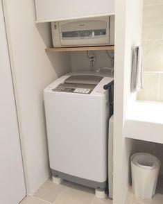 minminさんはInstagramを利用しています:「掃除終了。 今日のところはこのくらいで…😅 ・ 乾燥機が先日壊れました💧 旦那より付き合いの長い乾燥機。 色んな歴史を知っている乾燥機。 今まで19年ありがとう😭 ・ ・ ・ ゴミ箱兼時々バケツになってるのはアクタス。 グレーのタオルは300円ショップのガーゼタオル。…」 Stacked Washer Dryer, Washer And Dryer, Washing Machine, Laundry, Home Appliances, Instagram, Laundry Room, House Appliances, Washing And Drying Machine