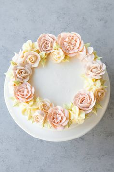 A tender, flavorful carrot cake that fulfills all of your carrot cakes needs!Filled and frosted with fluffy cream cheese frosting, of course. Best Carrot Cake, Carrot Cakes, Drippy Cakes, Fluffy Cream Cheese Frosting, Cake Piping, Watercolor Cake, Buttercream Flowers, Icing Flowers, Buttercream Cupcakes