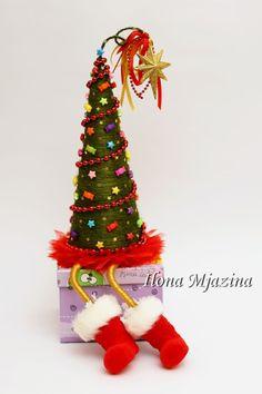 Gallery.ru / Фото #179 - Новый Год 2013 - ilona-mj Crochet Christmas Decorations, Christmas Tree Crafts, Christmas Hat, Xmas Tree, Christmas Projects, Christmas Tree Ornaments, Tree Decorations, Christmas Deserts, Little Christmas Trees